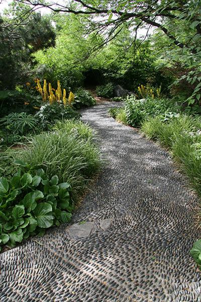 25 Unique Backyard Landscaping Ideas and Garden Path ... on Backyard Pebbles Design id=27012