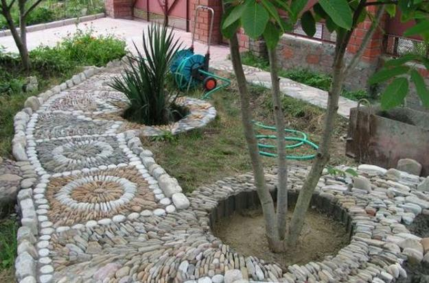 25 Unique Backyard Landscaping Ideas and Garden Path ... on Backyard Pebbles Design id=79774
