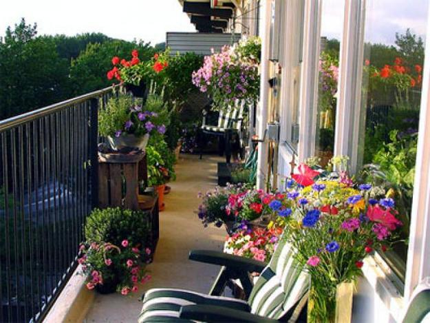 ideas for porch and balcony decorating with flowers