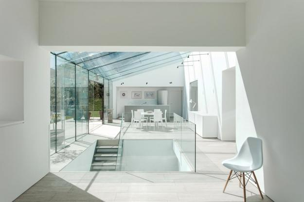 Spectacular Glass House Extension And Interior Redesign With Glass