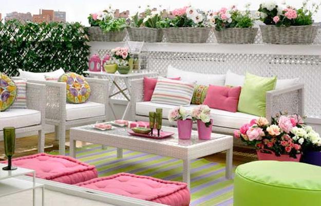 colorful patio ideas, white wicker furniture and colorful accessories