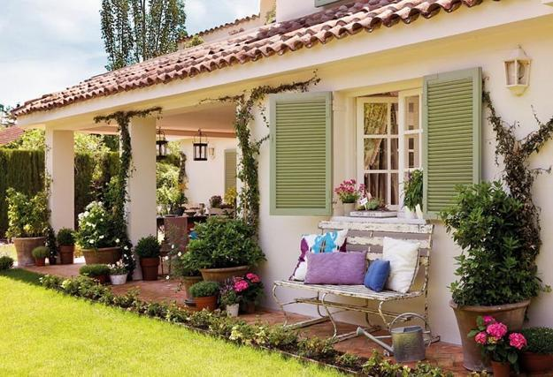 outdoor home decorating with vintage furniture