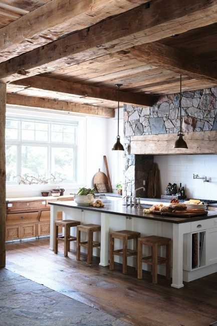 Interior Design with Reclaimed Wood and Rustic Decor in Country Home ...