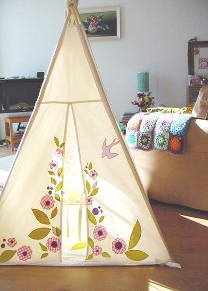 Wigwam Tents Blending Kids Playroom Ideas into Cozy ...