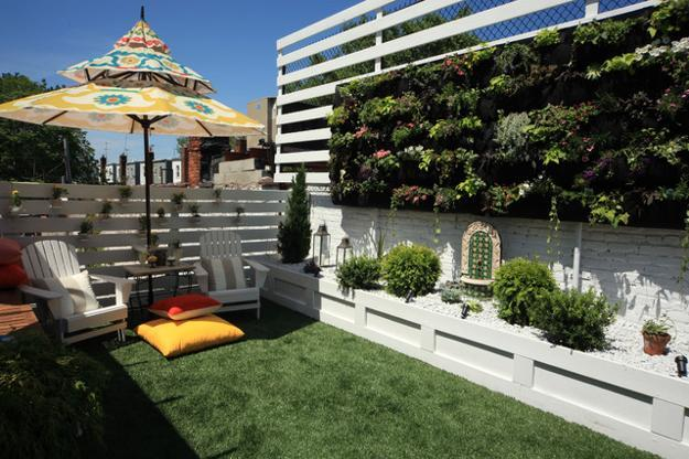 Decorative screens with plants create beautiful centerpieces for backyard  landscaping - 30 Green Backyard Landscaping Ideas Adding Privacy To Outdoor Living