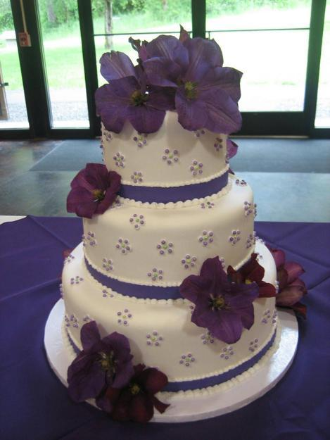 Fabulous ideas for cake decoration with edible flowers purple flowers for white cake decoration mightylinksfo