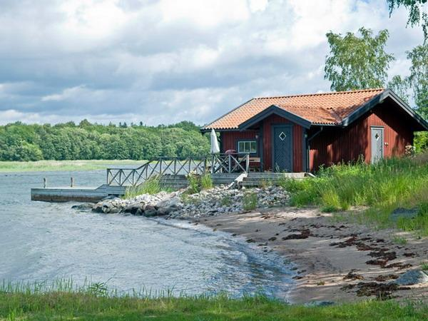 lakefront small house summer cabin