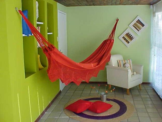 Attirant Playful Room Decorating With A Hammock Hanging On A Log