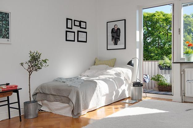 Black And White Decorating Ideas Turning Small Old Apartment Into