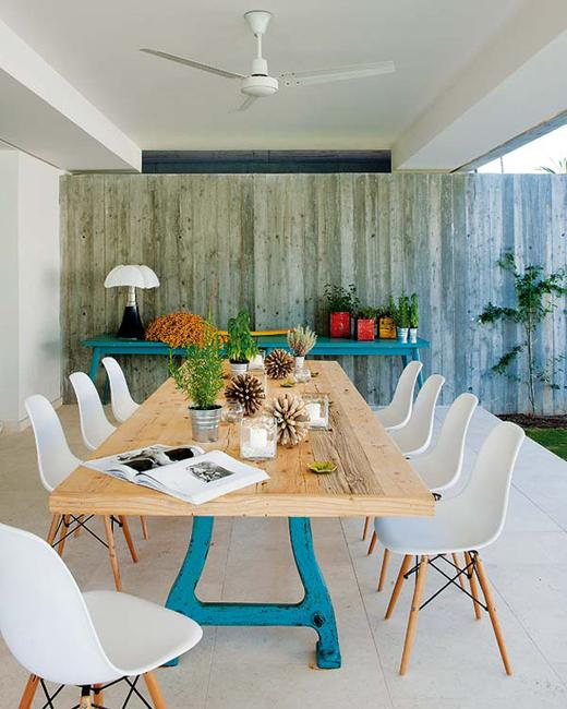 Modern House Blending Concrete Architectural Design With