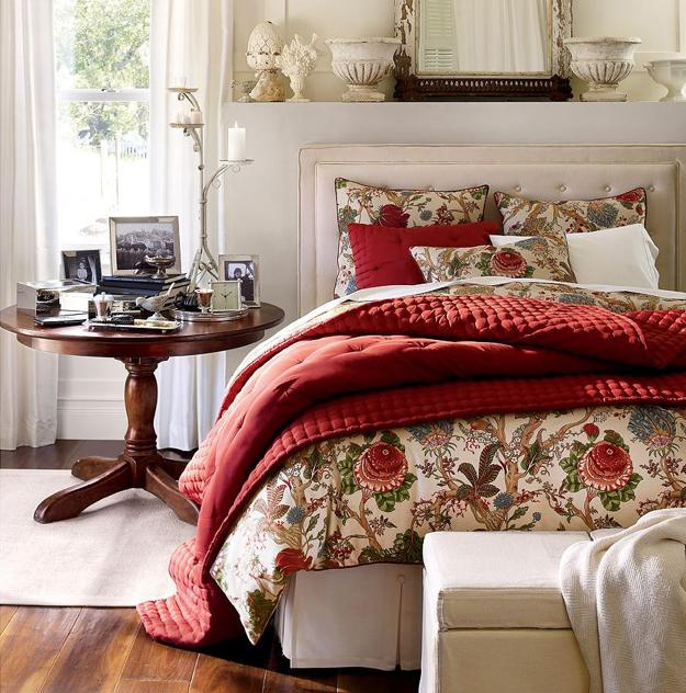 Red Bedding Set And Decorative Pillows In Color