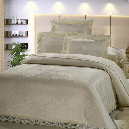Bedroom Decorating Ideas With Metal Bed