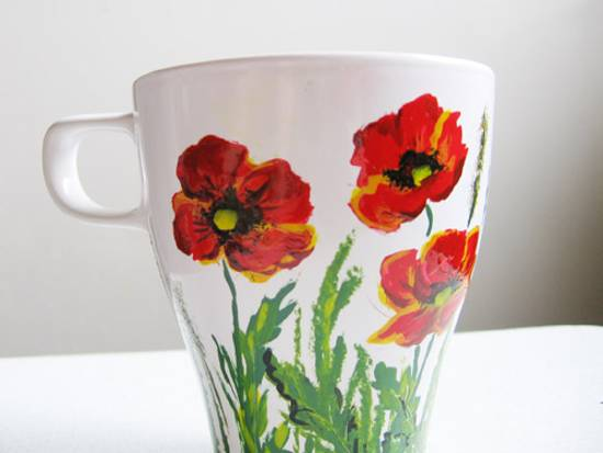 Showy Dinnerware And Kitchenware With Red Poppy Flower Designs