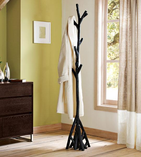 Modern Cabin Home Design: 30 DIY Tree Coat Racks Personalizing Entryway Ideas With