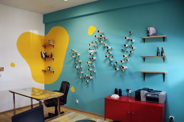 Bright colors and creative wall decorations for modern office design for Interior wall decoration ideas