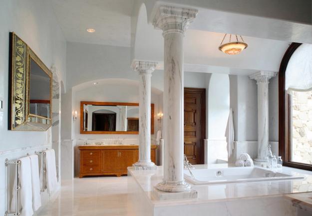 35 Modern Interior Design Ideas Incorporating Columns Into Spacious