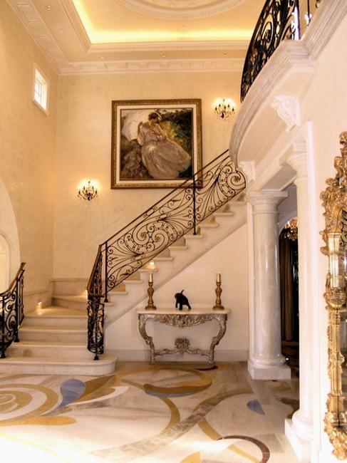 https://www.lushome.com/wp-content/uploads/2013/10/modern-interior-design-decorating-with-columns-29.jpg