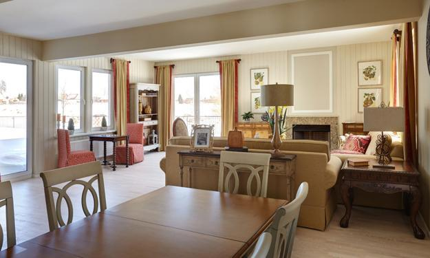 Charmant Open Layout, Living And Dining Areas
