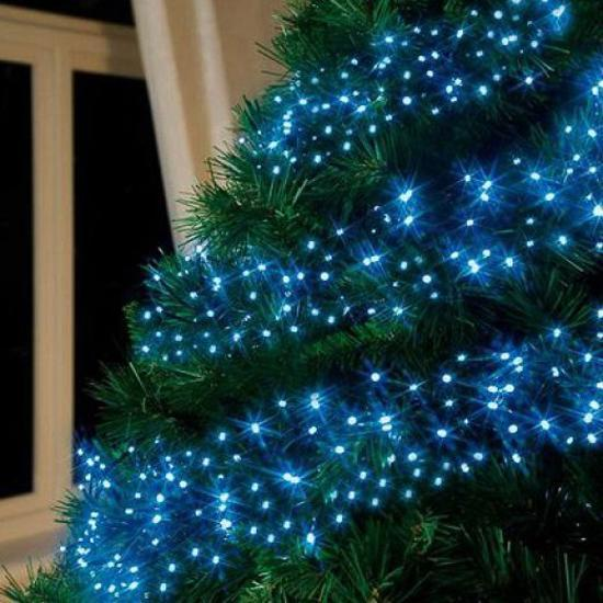 Blue colors for Christmas tree decorating. Blue Christmas lights - Blue Christmas Tree Decorating Ideas Adding Cool Elegance To Winter