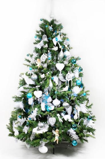 blue christmas tree decorating ideas adding cool elegance to winter holiday decor - Blue Christmas Tree Decoration Ideas
