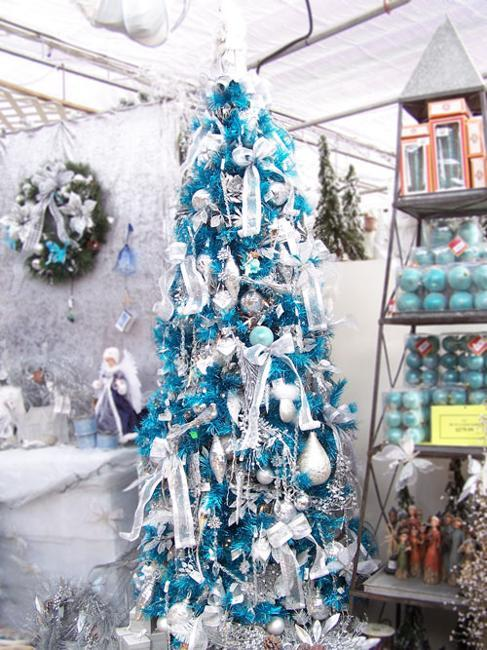 light blue and golden christmas tree decorations