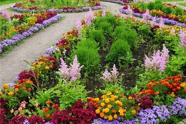 33 Beautiful Flower Beds Adding Bright Centerpieces to ... on Flower Bed Ideas Backyard id=57817