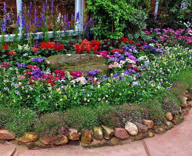33 beautiful flower beds adding bright centerpieces to for Round flower bed ideas
