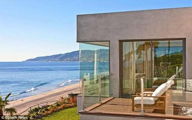 Modern House Design With Large Corner Windows