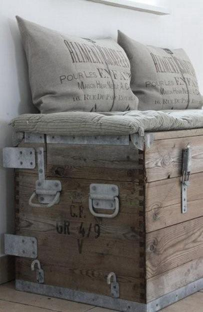 33 Modern Interior Decorating Ideas Bringing Vintage Style With Chests And Trunks