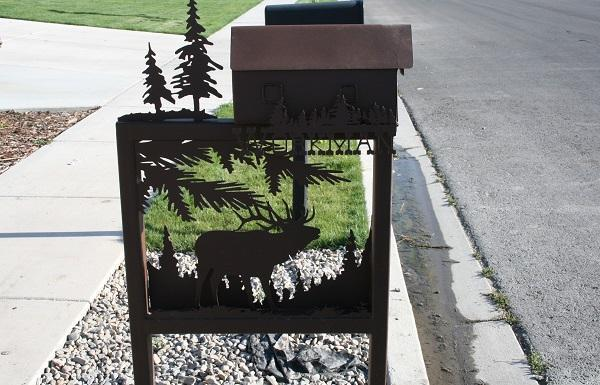 front yard decorations, mail boxes