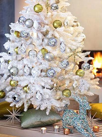 Two Or More Matching Colors, Combined With Black Or White Decorating Ideas,  Will Add A Bright, Joyful And Festive Feel To Your Winter Holiday Decor.