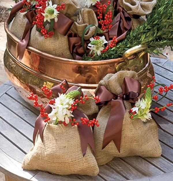 22 country christmas decorating ideas enhanced with recycled crafts and rustic vibe - Christmas Basket Decoration Ideas