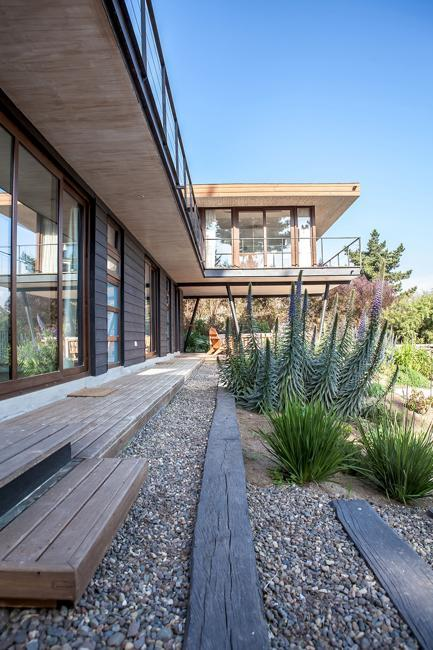 modern house design with terraces and yard landscaping ideas