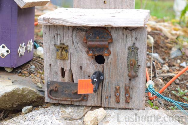 Recycling ideas for making rustic birdhouses from salvaged Reusable wood