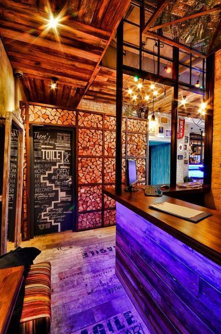 Eclectic Modern Interior Design Ideas Utilizing Reclaimed