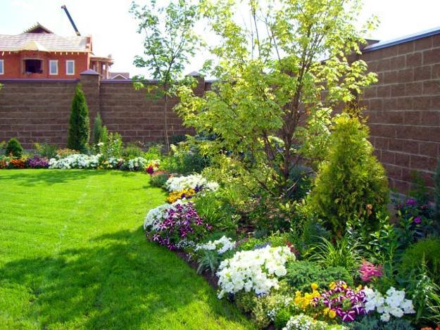 Perfect Green Lawns And Yard Landscaping Ideas In Spring And Summer