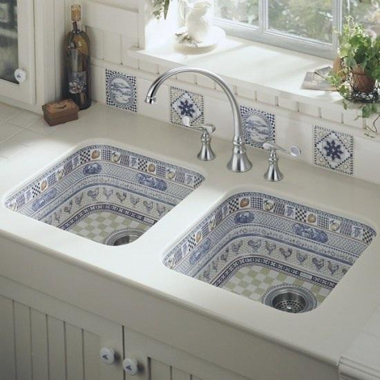 Bathroom Sinks Decorated With Mosaic Tiles