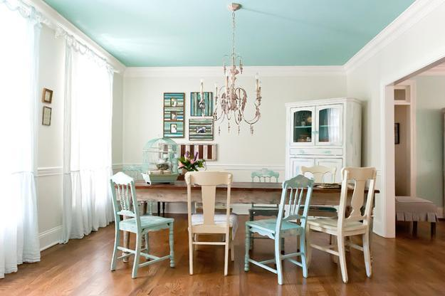 Antique Chairs And Chandelier For Modern Dining Room Design Decor In Vintage Style