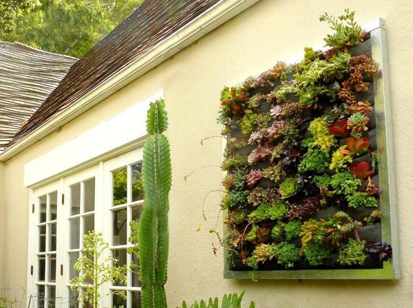 22 Space Saving Ideas for Green Walls and Vertical Garden Design