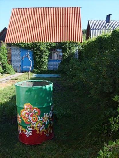 Colorful Painting Ideas To Recycle Metal Barrels And Tin