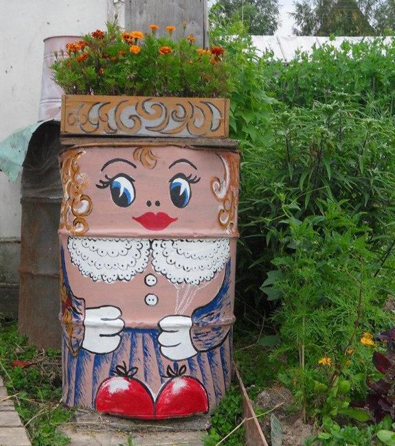20 Recycling Ideas For Home Decor: Colorful Painting Ideas To Recycle Metal Barrels And Tin Cans For Beautiful Yard Decorations