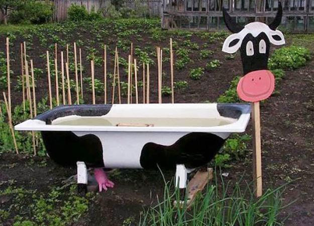 Inspiration For Creating Fun Yard Decorations And Recycle Old Bathtubs