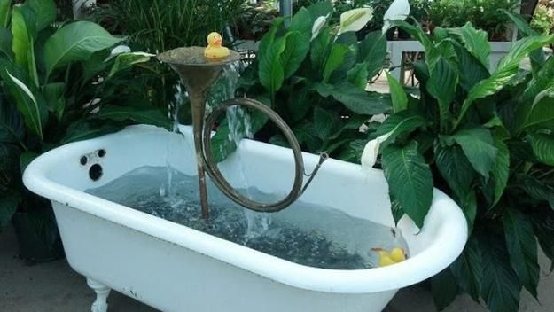 20 yard landscaping ideas to reuse and recycle old for Fiberglass garden tubs
