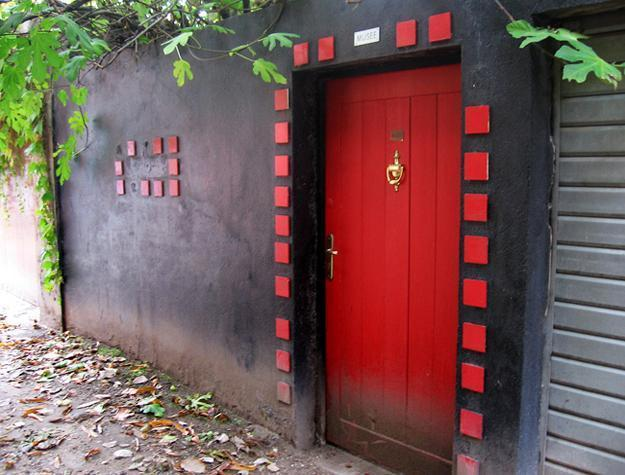 Front Door Decoration with Red Colors, 22 House Exterior Design Ideas