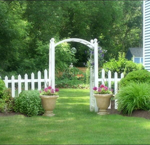 15 Beautiful Wooden Arches Creating Romantic Garden Design
