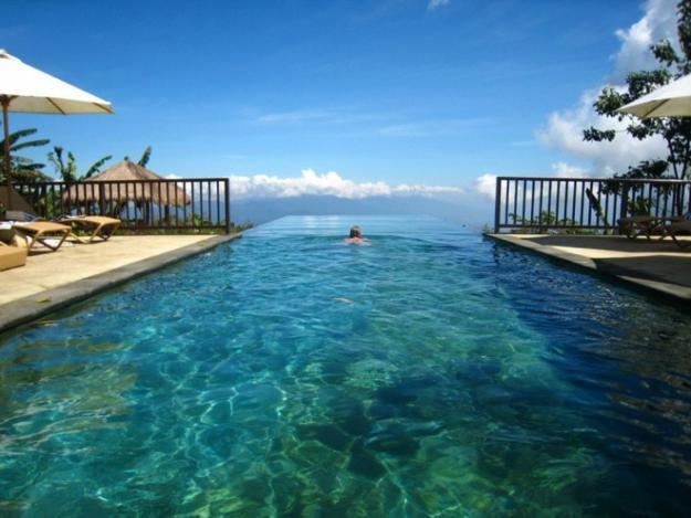 20 Infinity Pools Blending Functionality and Impecable ...