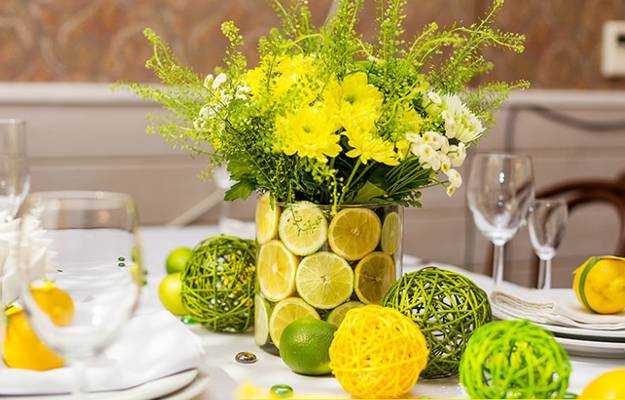 Fl Arrangements With Lemons Bright Table Centerpieces In Yellow And Green Colors