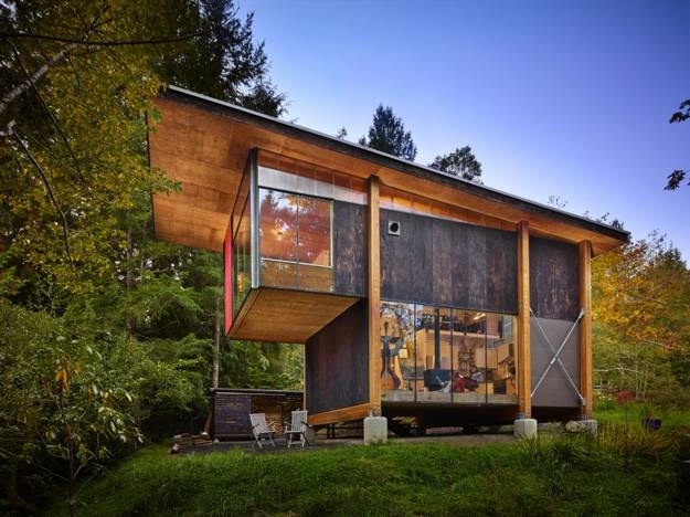 Attractive Modern House Design Created with Cheap Materials