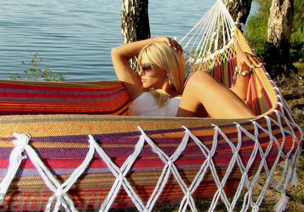 15 Unusual Hammock Bed Designs For Outdoor Rooms And