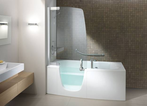 Exceptionnel Space Saving And Modern Bathtub And Shower Combination With Glass Door